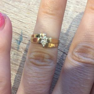 Jewelry - 14k gold and diamond ring sz5